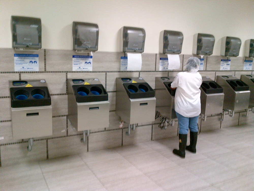 Industrial Sinks vs. Industrial Automated Handwashing Stations